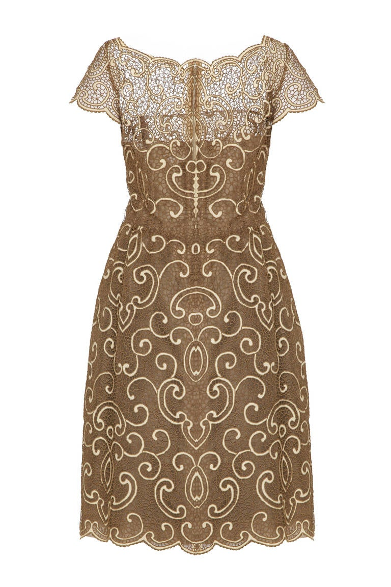 This gorgeous 1960s pale gold and ivory lace dress is custom made by Roxanne for its Pret A Porter diffusion line Samuel Winston for sale at Saks 5th Avenue. This magnificent piece is of excellent quality and beautifully constructed, lined fully in