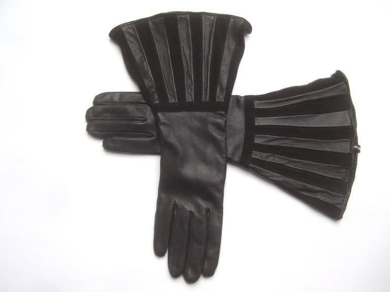 Women's Saks Fifth Avenue Chic Avant-Garde Black Leather & Suede Trim Gloves c 1980s For Sale