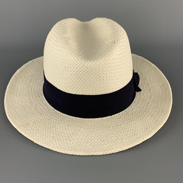 SAKS FIFTH AVENUE Cream Woven Straw Navy Stripe Fedora In Excellent Condition For Sale In San Francisco, CA