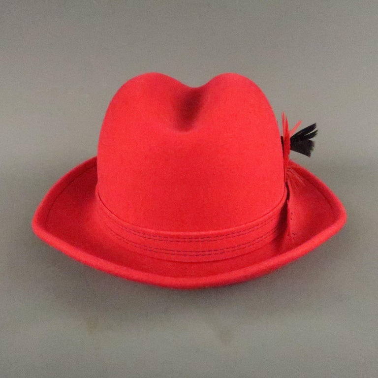 SAKS FIFTH AVENUE Red Felt Contrast Stitch Fedora In Good Condition For Sale In San Francisco, CA
