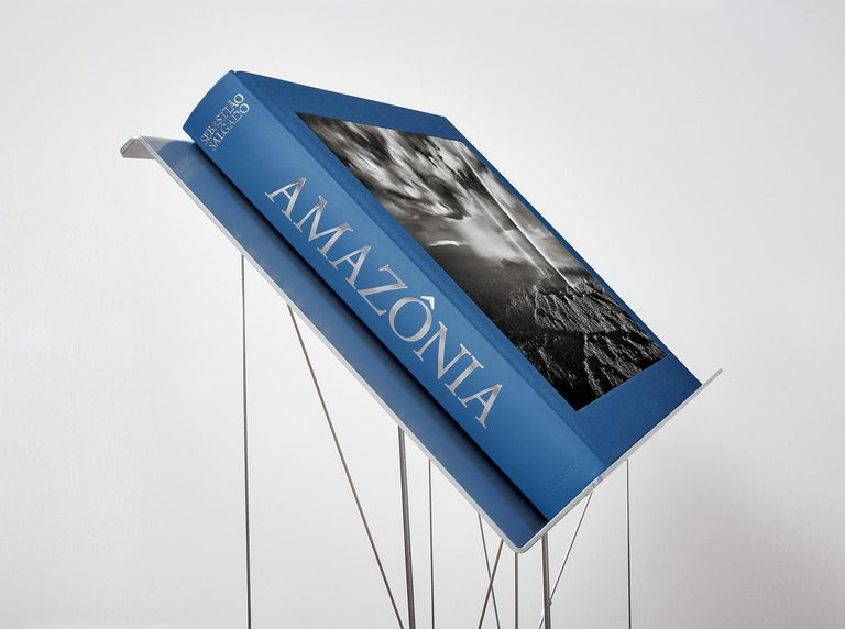 Salgado, Amazônia Art D, Signed Sumo Book with Black & White Photographic Print In New Condition For Sale In Los Angeles, CA