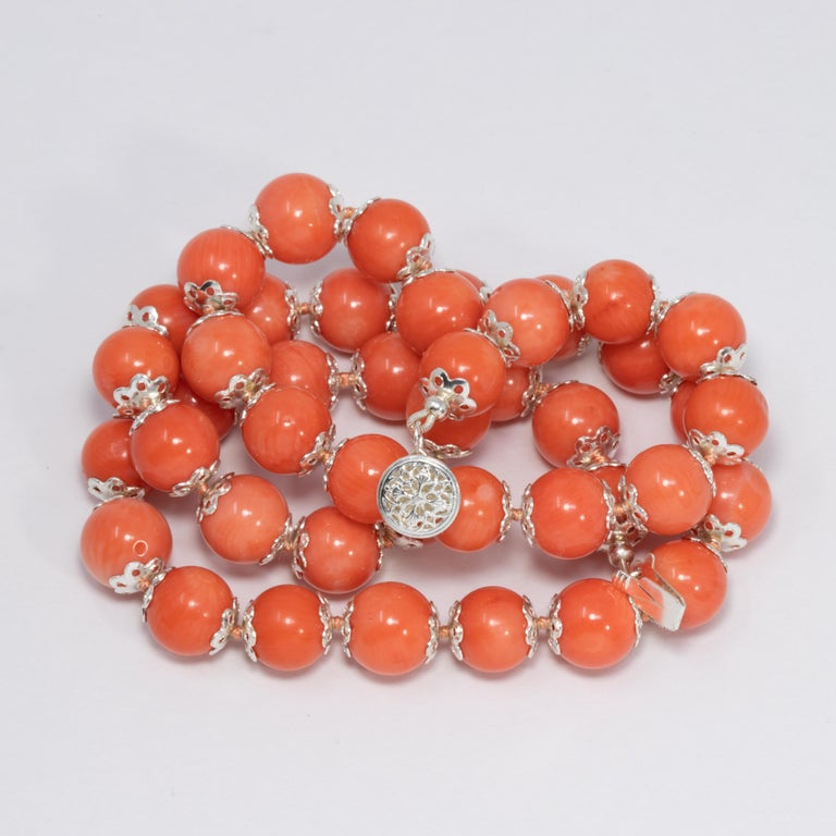 Salmon Coral Bead Knotted String Silver Accent Necklace, 50 cm, Sterling Silver In Excellent Condition For Sale In Milford, DE