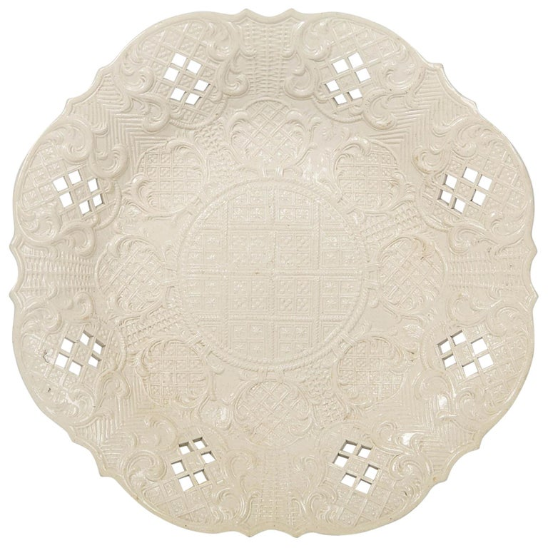 Salt-Glazed Dish Made in England, circa 1765 For Sale