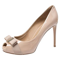 Salvatore Ferragamo Beige Patent Leather Pola Vara Bow Peep Toe Pumps Size 40.5