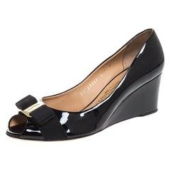 Salvatore Ferragamo Black Patent Leather Sissi Bow Peep Toe Wedge Pumps 38.5