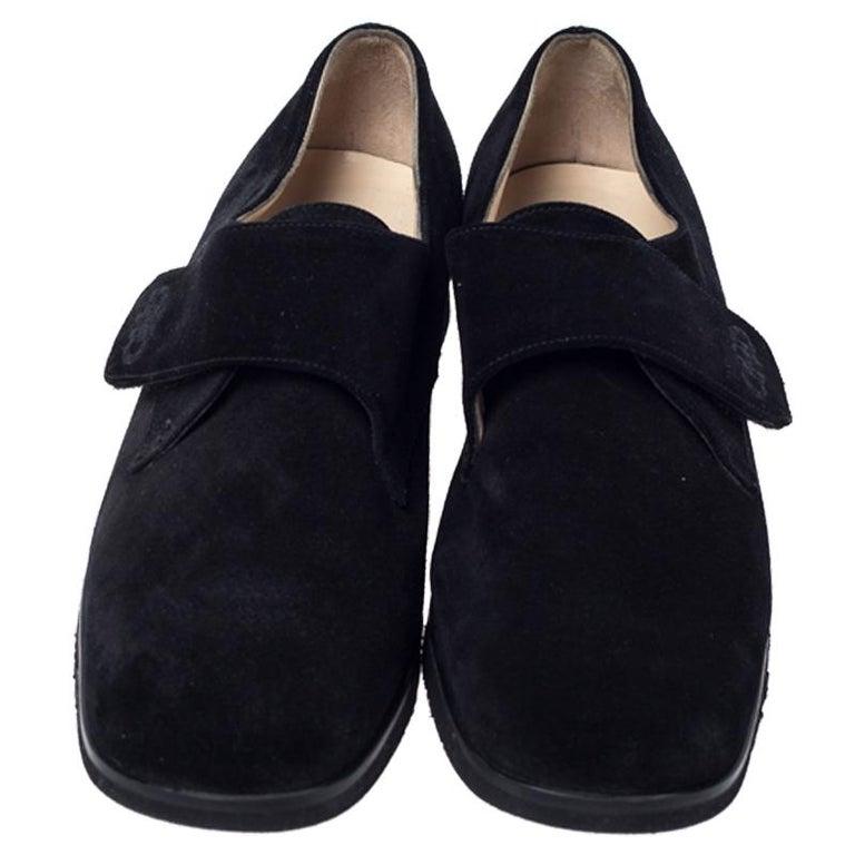 Salvatore Ferragamo Black Suede Velcro Strap Flats Size 37.5 In Good Condition In Dubai, Al Qouz 2
