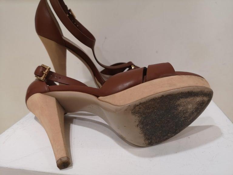 Salvatore Ferragamo  brown sandals In Good Condition For Sale In Capri, IT