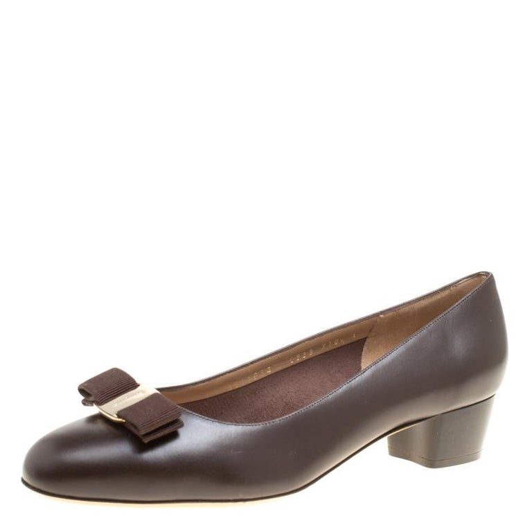 492db741ad5e7 Salvatore Ferragamo Chocolate Brown Leather Vara Bow Block Heel Pumps Size  41 For Sale at 1stdibs