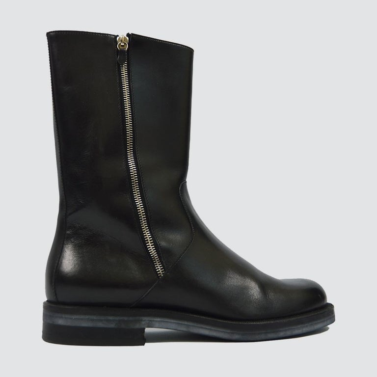 Size: Marked 8.5E which according to Ferragamo's size guide is a IT 42.5 / UK 7.5 / JPN 25.5 / US 8.5 Inner Sole Length - 27.5cm Width of Sole  (Widest Part) - 11.5cm Height of Boot - 28cm  An excellent pair of leather boots from the 90s by luxury