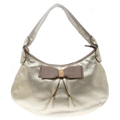 Salvatore Ferragamo Metallic Helles Gold Leder Miss Vara Hobo