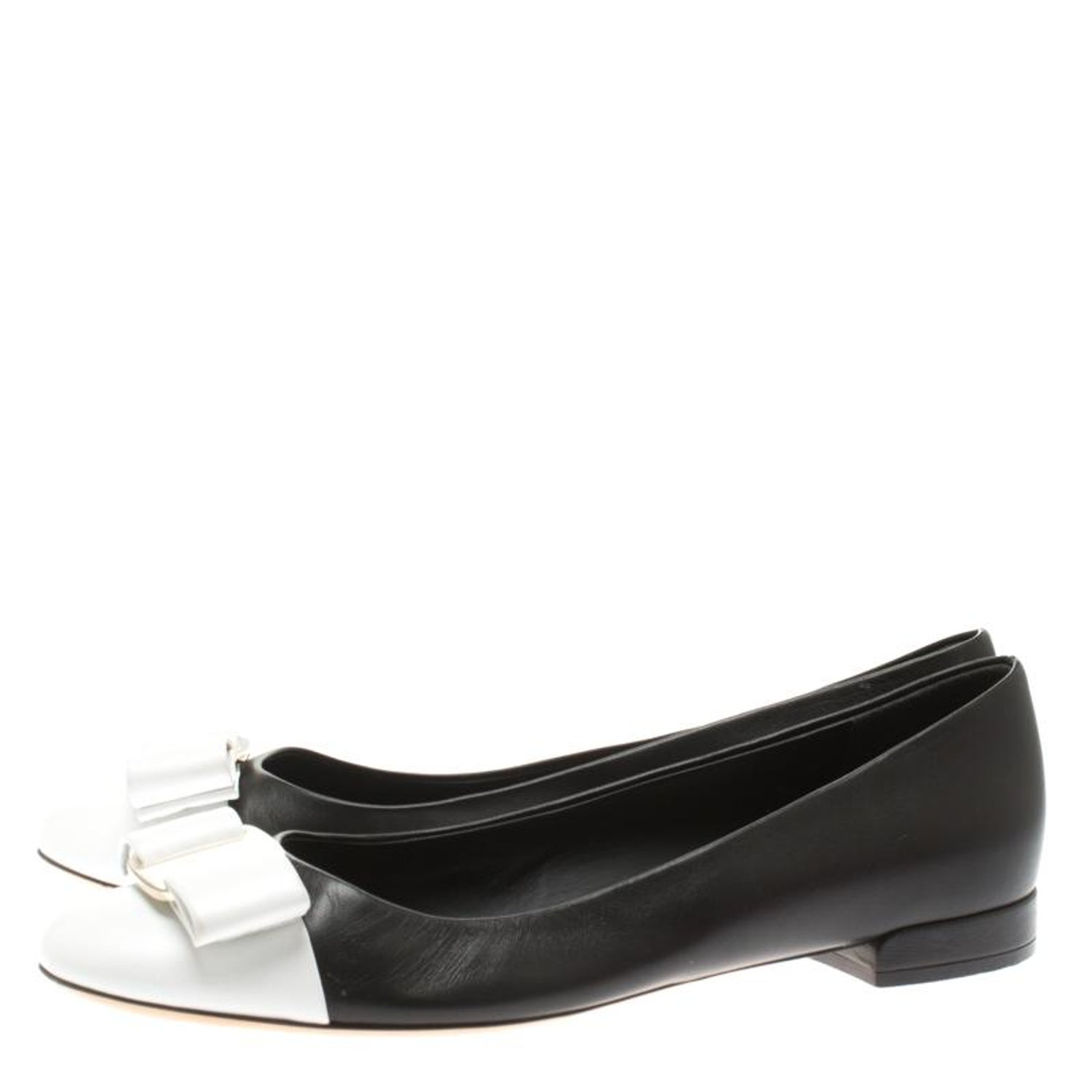 58df086c1 Salvatore Ferragamo Monochrome Leather Varina Ballet Flats Size 39 For Sale  at 1stdibs