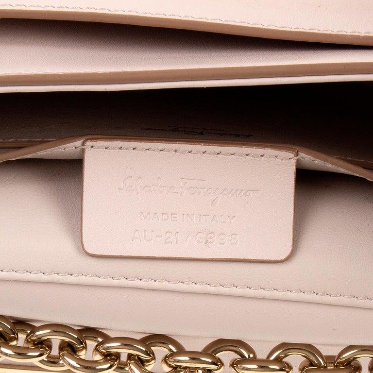 SALVATORE FERRAGAMO pink leather VELA Shoulder Bag For Sale 2