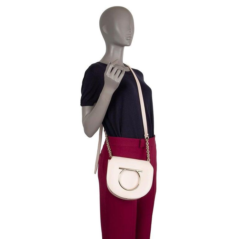 SALVATORE FERRAGAMO pink leather VELA Shoulder Bag For Sale 3