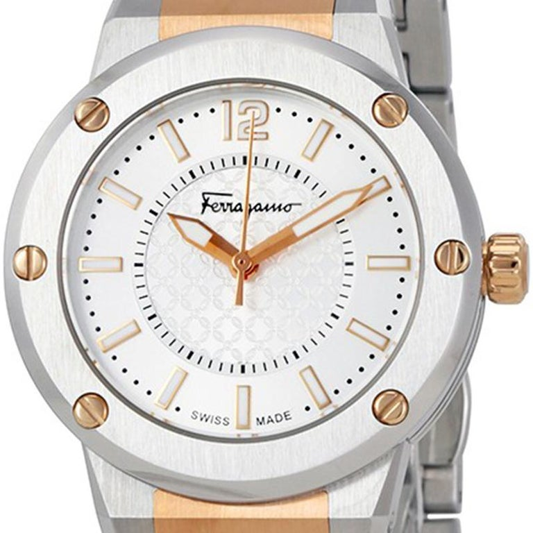 The house of Salvatore Ferragamo brings to you this classy wristwatch that is the perfect addition to your collection. Exquisitely crafted from stainless steel and adorned with a two-tone stainless steel strap, this timepiece is a timeless classic