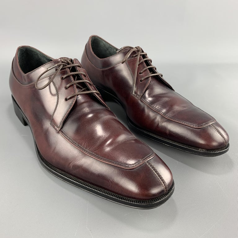 SALVATORE FERRAGAMO dress shoes come in burgundy antique leather with a split apron toe. Made in Italy.  Excellent Pre-Owned Condition. Marked: 8  Outsole: 11.5 x 4 in.