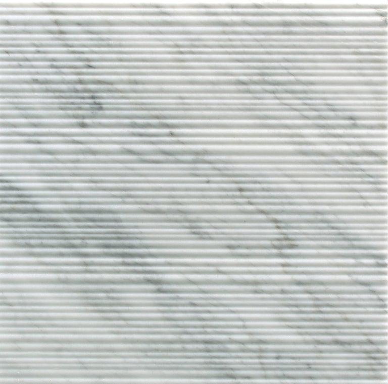 Italian Salvatori Filo Flush 3 / 100 Shower Tray in Bamboo Texture Bianco Carrara Marble For Sale