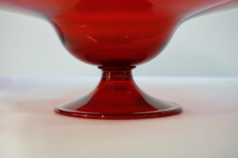 Mid-20th Century Salviati 1940s Italian Pair of Antique Ruby Red Blown Murano Glass Compote Bowls For Sale