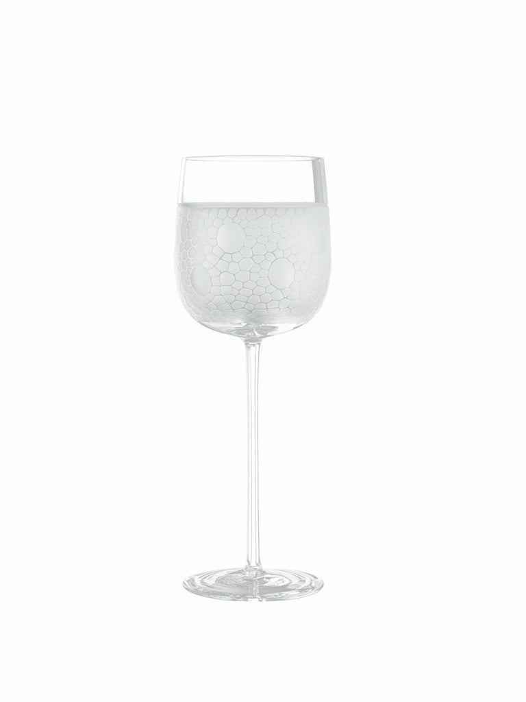 Every piece stands out for its refined, contemporary style. Six different decorations, obtained by superficial grinding, vary from simple geometric patterns to elegant tiny hammered effects.  Additional information: Material: Glass Dimensions: Ø