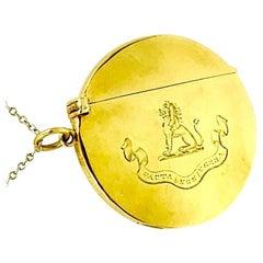 18K Gold Armorial Lion Crest Pendant, Deeds, Not Words, Sampson Mordan, 1906