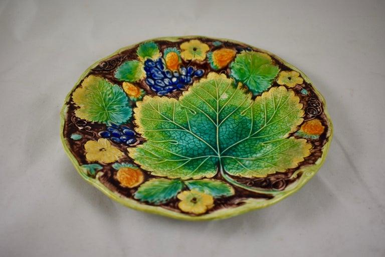 Samuel Alcock & Co. Strawberry and Grape Leaf Plate, England, circa 1850 For Sale 2