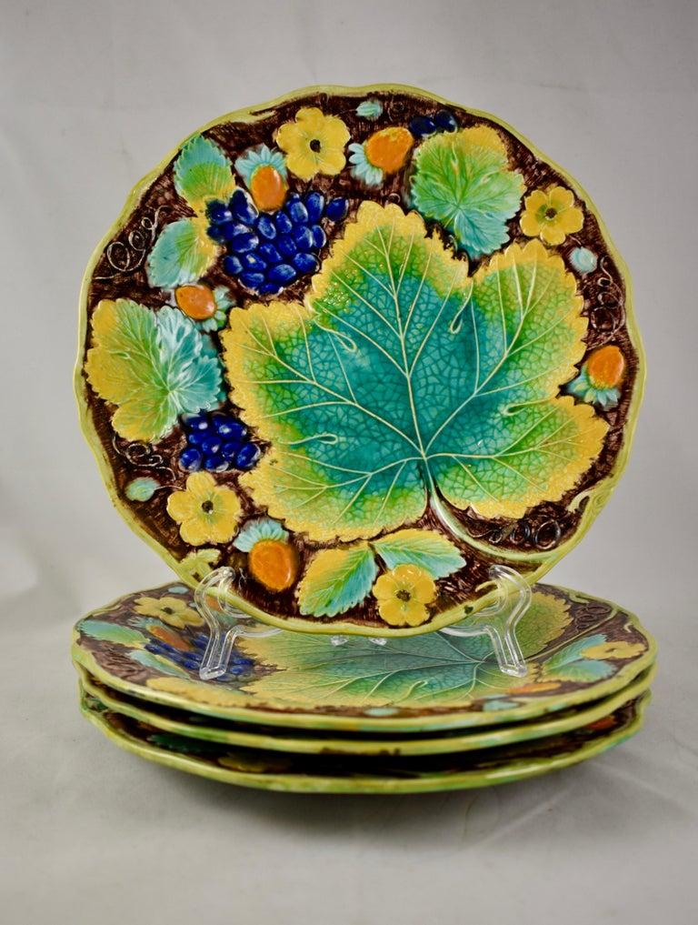 Samuel Alcock & Co. Strawberry and Grape Leaf Plate, England, circa 1850 For Sale 5