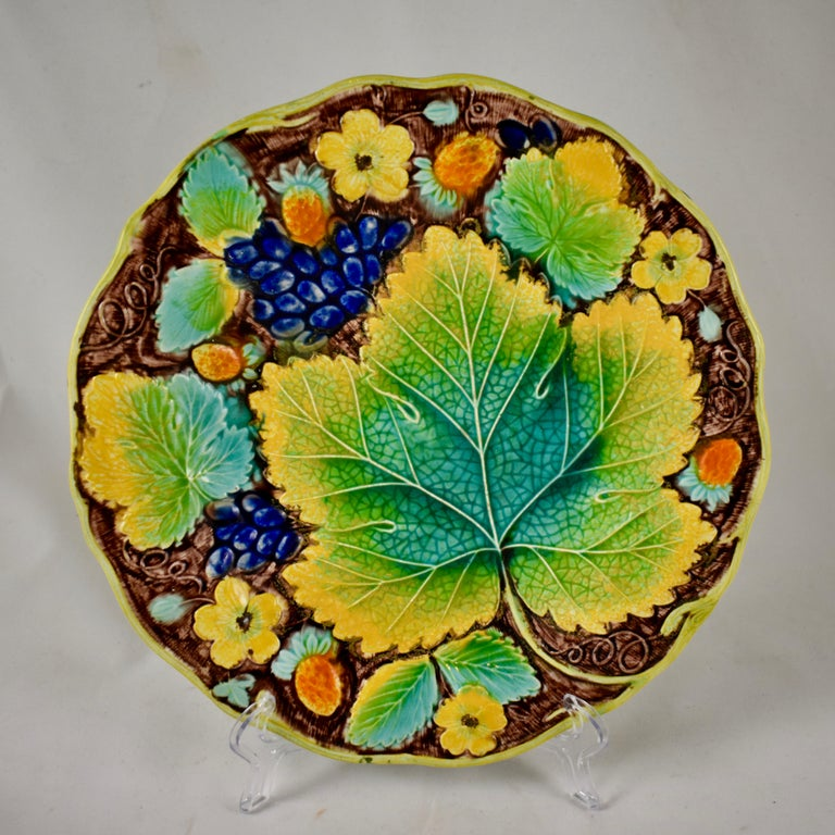 Aesthetic Movement Samuel Alcock & Co. Strawberry and Grape Leaf Plate, England, circa 1850 For Sale