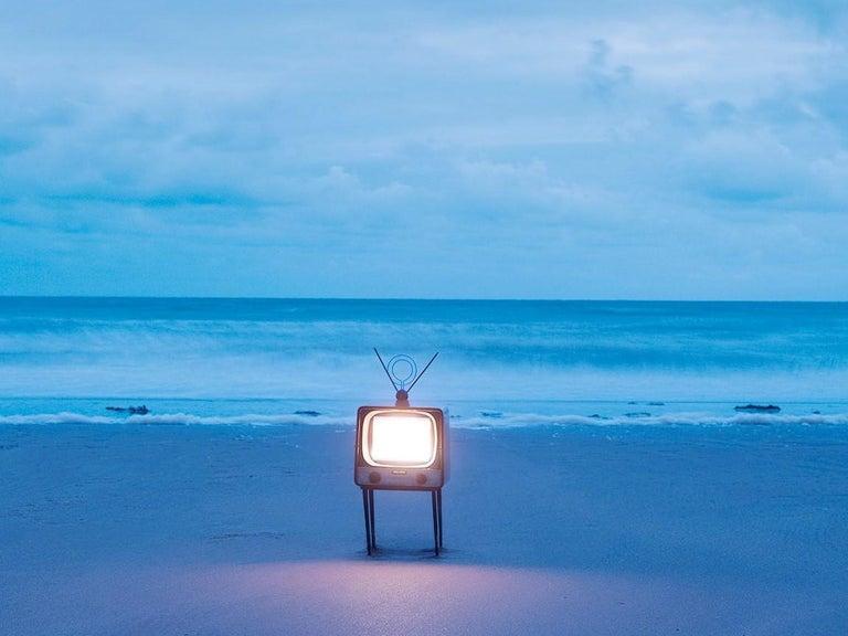 TV 2 - Samuel Hicks, Ocean, Sunset, Sea, Nature, Environment, Landscape - Contemporary Photograph by Samuel Hicks