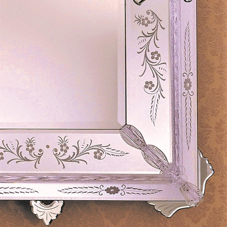 This rectangular mirror is a showcase of unrivaled craftsmanship achieved by Murano master glassmakers according to traditional 14th-century techniques. The frame is adorned with elegant leaves and flowers in transparent and silver Murano glass.