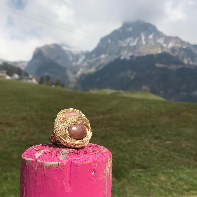 Sandy Tones and Yellow Gold Perfect Cocktail Ring by Sheila Westera in Stock In New Condition For Sale In Engelberg, CH
