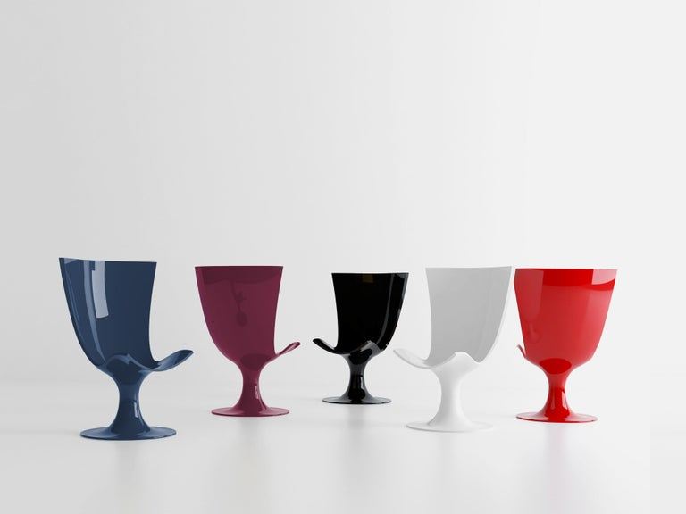 Somewhere between an imposing throne and a glass of champagne, Santos is suitable for use in halls, bars, hotels, home and even outdoors. It will not go unnoticed  Founded in 2011 by Joel Escalona, nono creates products that represent the modern