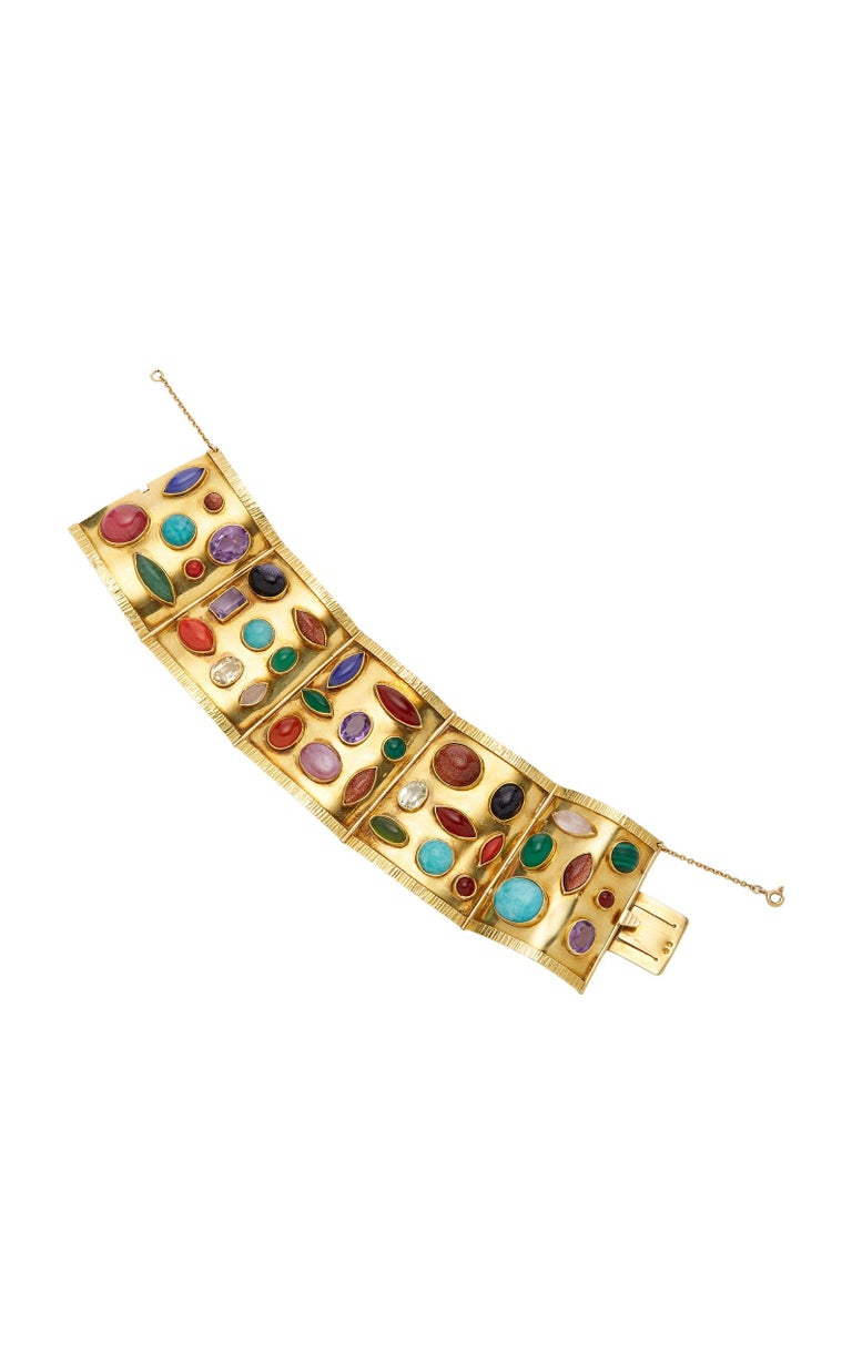 Sanz bracelet in 18kt yellow gold with oval, emerald-cut and fancy-shaped cabochon amethysts, yellow and colorless stones, goldstone, rhodochrosite, carnelian, malachite, chalcedony, coral and amazonite. Mad in Spain by esteemed jeweler Sanz, circa