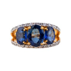 Saphirering with Diamonds in 18 Karat Gold
