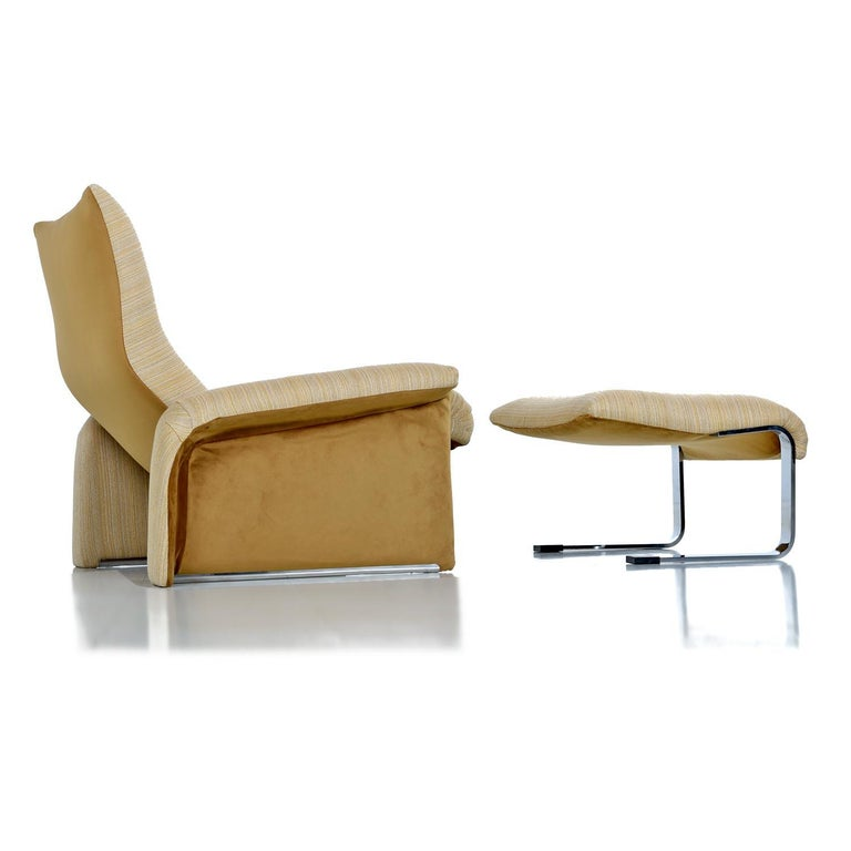 Mid-Century Modern Saporiti Italia Chrome Lounge Chairs and Ottomans by Giovanni Offredi For Sale