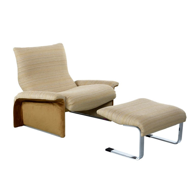Late 20th Century Saporiti Italia Chrome Lounge Chairs and Ottomans by Giovanni Offredi For Sale