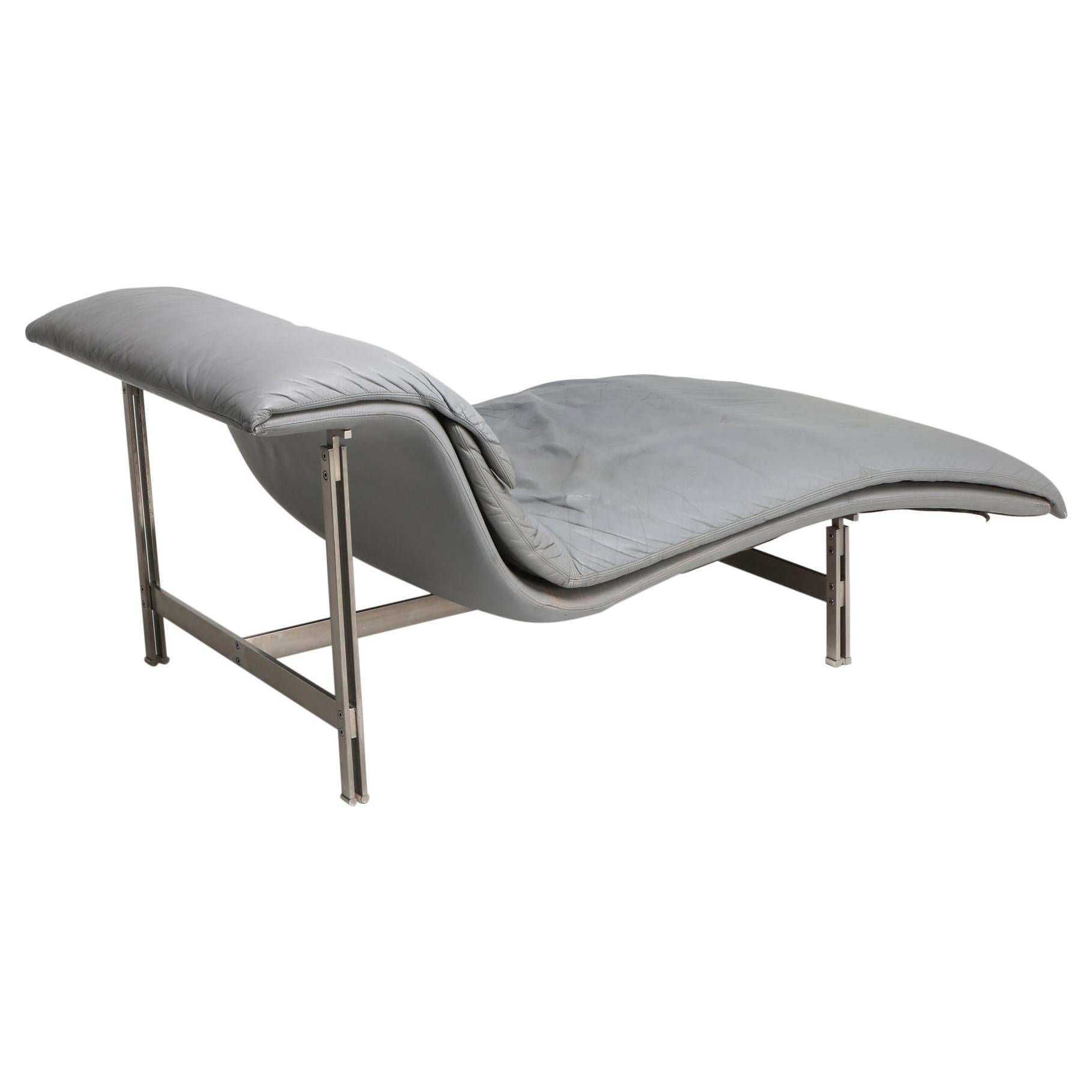 Saporiti 'the Wave' Lounge Chair in Grey Leather by Giovanni Offredi