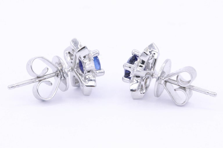 Sapphire and Diamond Halo Studs Earrings In New Condition For Sale In New York, NY