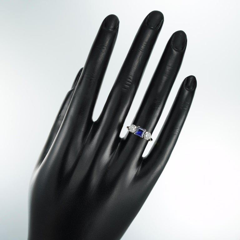 Sapphire and Diamond Three-Stone Ring In Good Condition For Sale In London, GB