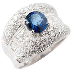 Sapphire and Diamondring, 18 Karat White Gold Blue Brilliant Princess-Cut