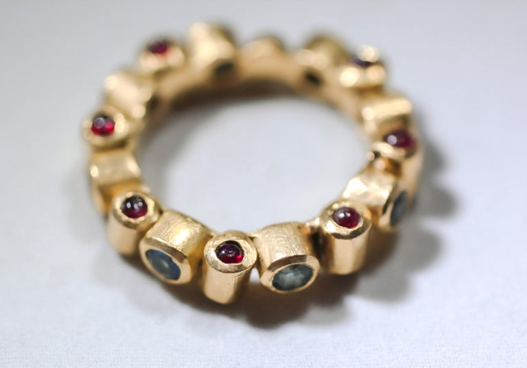 Contemporary Sapphire and Ruby 18 Karat Gold Bridal Band Ring For Sale