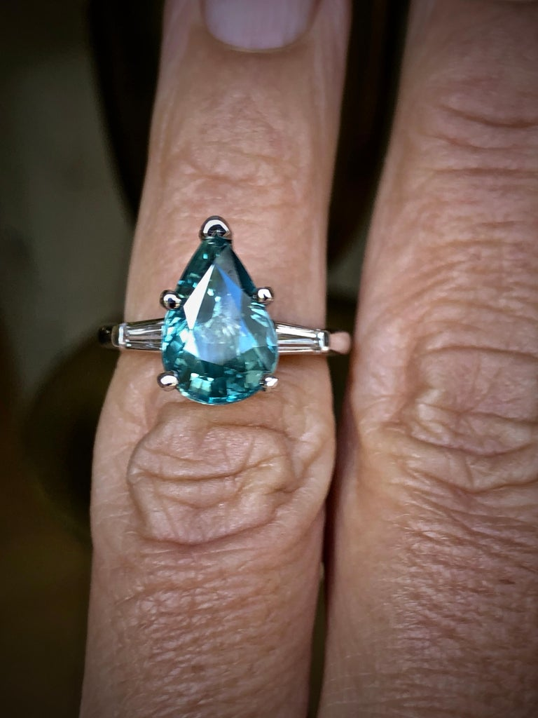 Teal Natural Sapphire Diamond Engagement Ring Gold For Sale 3