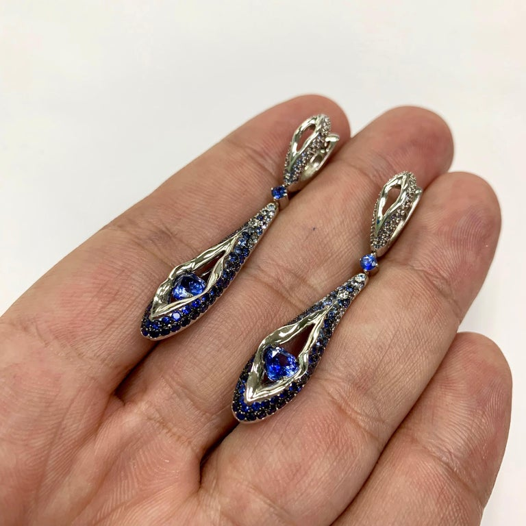 Sapphire Diamond 18 Karat White Gold Heartbeat Earrings In New Condition For Sale In Bangkok, TH