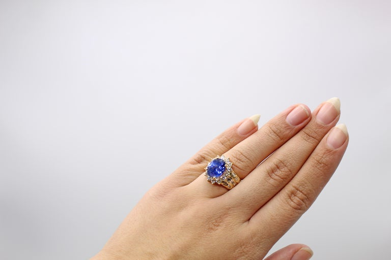 Sapphire Diamond 18 Karat Yellow Gold Ring In Excellent Condition For Sale In New York, NY