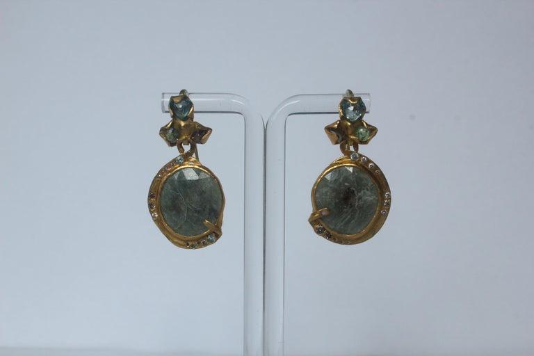 Contemporary Sapphire Diamond 22K- 21K Gold Dangle Drop Organic Earrings  For Sale