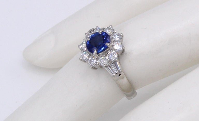 Sapphire Diamond Platinum Engagement Ring In New Condition For Sale In New York, NY