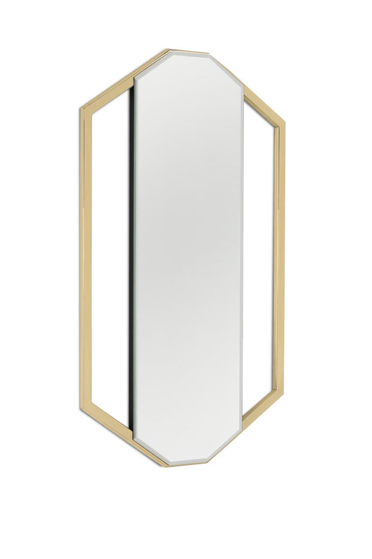 Sapphire mirror gets its name from its resemblance to the blue precious stone: Sapphire. Made out of cornered polished brass this mirror is a versatile piece for luxury bathrooms. It can be displayed in both vertical or horizontal orientation.