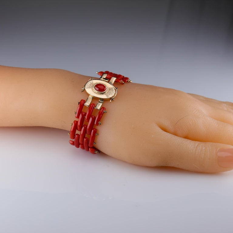 Sardinian Coral and Gold Carved Link Bracelet from Italy, circa 1970s For Sale 5