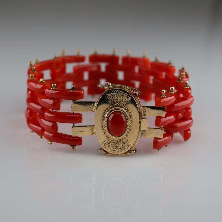 Sardinian Coral and Gold Carved Link Bracelet from Italy, circa 1970s For Sale 3