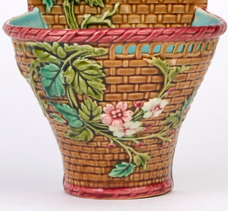 Sarreguemines French Majolica Pottery Wall Pocket, circa 1885 In Good Condition For Sale In Bishop's Stortford, Hertfordshire