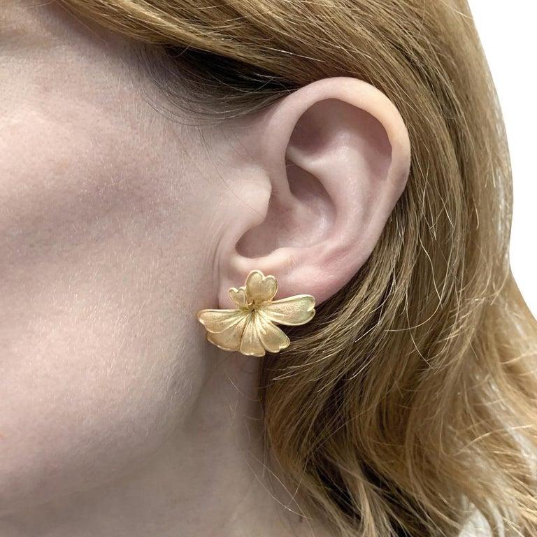Satin Yellow Gold Flower Earrings For Sale 3