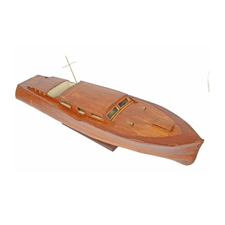 Scale model of an English motor yacht from the 1930s, oak planking hull. Measures: Length 98 cm - 38.58 inches, width 25 cm - 9.84 inches, height with base 25 cm - 9.84 inches. Good condition.
